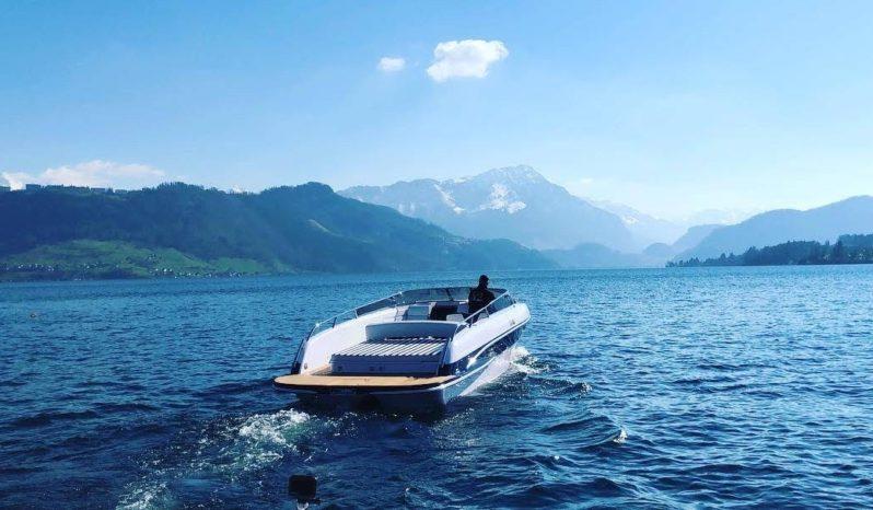 Motorboot mit Bootsplatz am Zürichsee, Obersee. voll