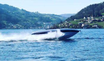 Motorboot Platz am Bodensee (Obersee) mit Motorboot voll